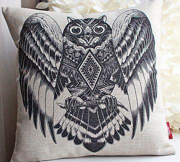 Подушка с геометрической совой