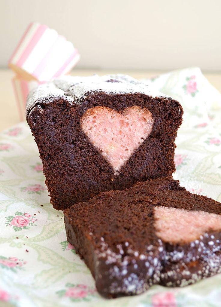 Prepara un goloso plumcake al cioccolato con cuore per San Valentino, idea perfetta per una colazione davvero speciale che nasconde una dolcissima sorpresa