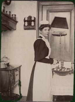 Een Haags dienstmeisje.