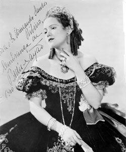 Bidu Sayao (soprano) no papel de Violetta, opera La Traviata, de Verdi