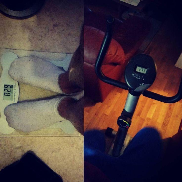 Man gör det man måste  83kg  bra när man kan sin kropp och har koll på sin diet  Vill bara väga in och äta och fylla på med vätska. Tur att detta är innan morgon rutinerna  Kollar klart på Gladiator och taggar !  #diet #workout #gym #lowcarb #protein #squats #benchpress #deadlifts #powelifting #bodybuilding #aesthetics #lifegoals #staypositive #cleaneating #krigainidetsista #gohardorgohome #getfitordietrying #träna #getinwhereyoufitin #alltidkvalitet #singellivet #fitmom #fitness #keto…