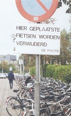 Hier geplaatste fietsen worden verwijderd--- so this is where I get my rebellious streak from ;)
