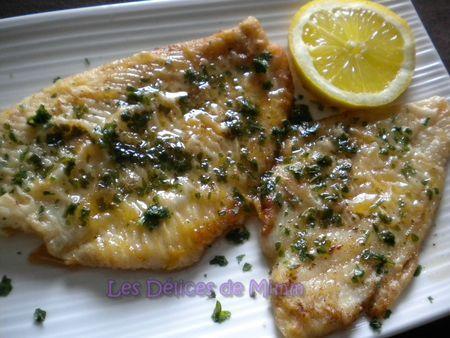 filets de poissons meunière (plie) 2 personnes  4 filets de plie Farine 2 càs de persil haché 1 citron Beurre Sel, poivre