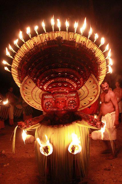 Puthiya bhagavati theyyam