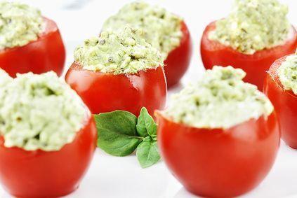 Tomates cerises farcies avocat basilic (pesto)