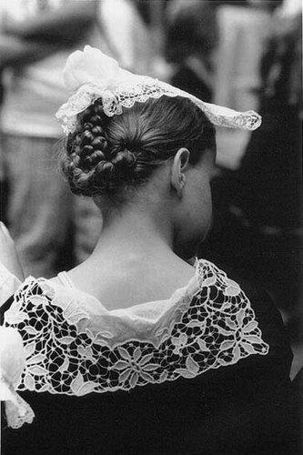 """Vannes - Auray. Réservé pour """"les grandes occasions"""" mariage, fêtes religieuses...  C'est ce costume que portait les femmes de ma famille ! http://leclosdumenallen.com"""