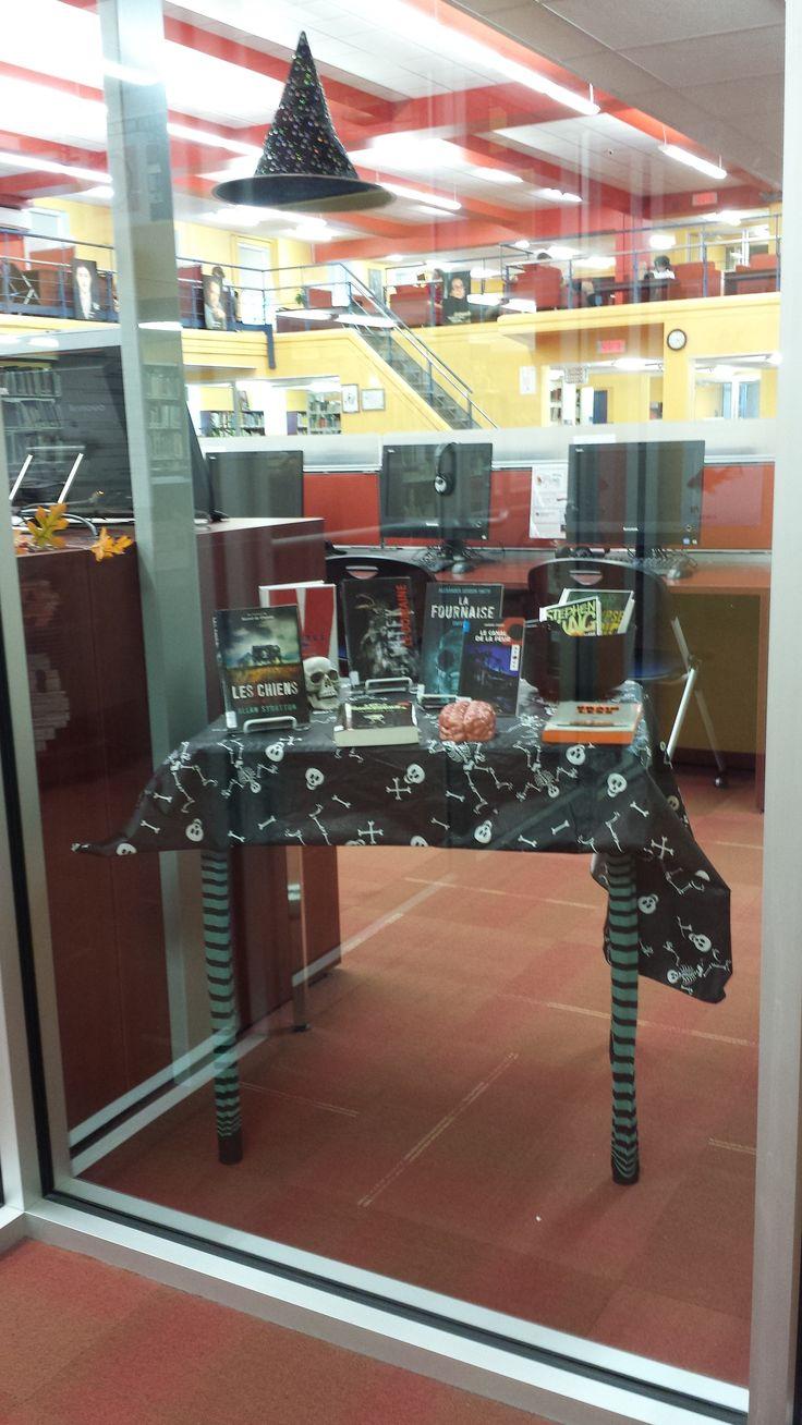 Vitrine Halloween bibliothèque