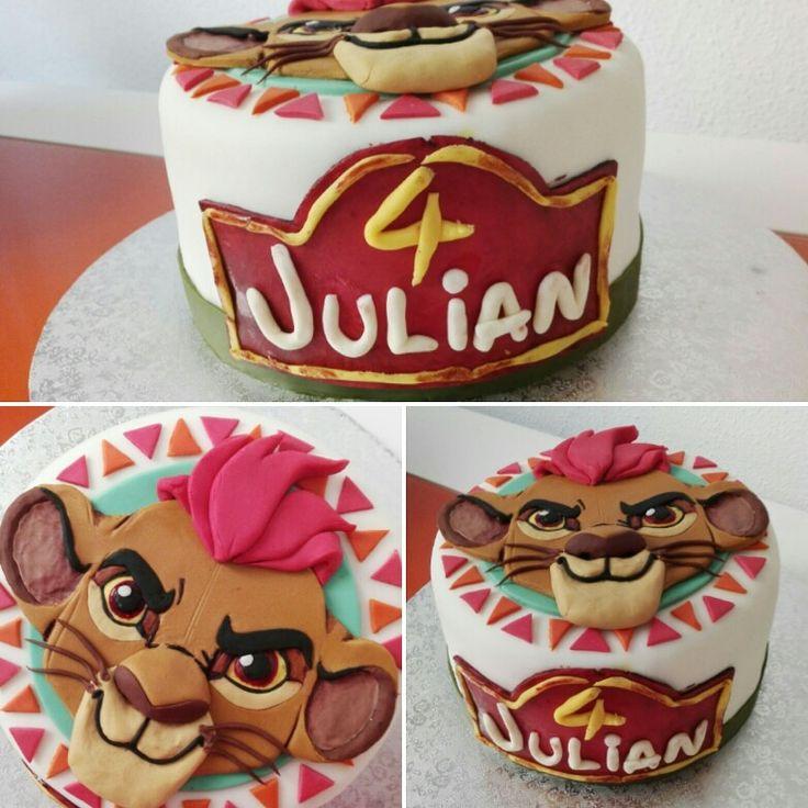 La Guardia del león fondant cake