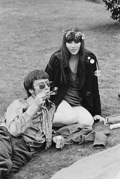 Imagine how stoned you'd have to be to enjoy a grown man blowing bubbles.  <3    The 14 Hour Technicolour Dream festival, April 1967. #louloulondon #mood #picnic