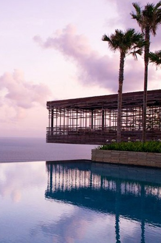 One of the best #honeymoon #resort in Bali. Wanna relax at the end of this #infinity pool