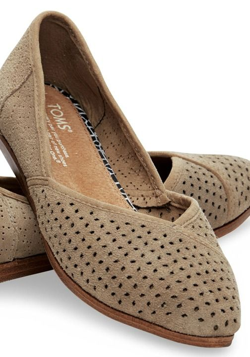 Travel the world or just relax in our Indian-inspired Jutti Flats. Our perforated suede upper makes them airy enough for any summer adventure.