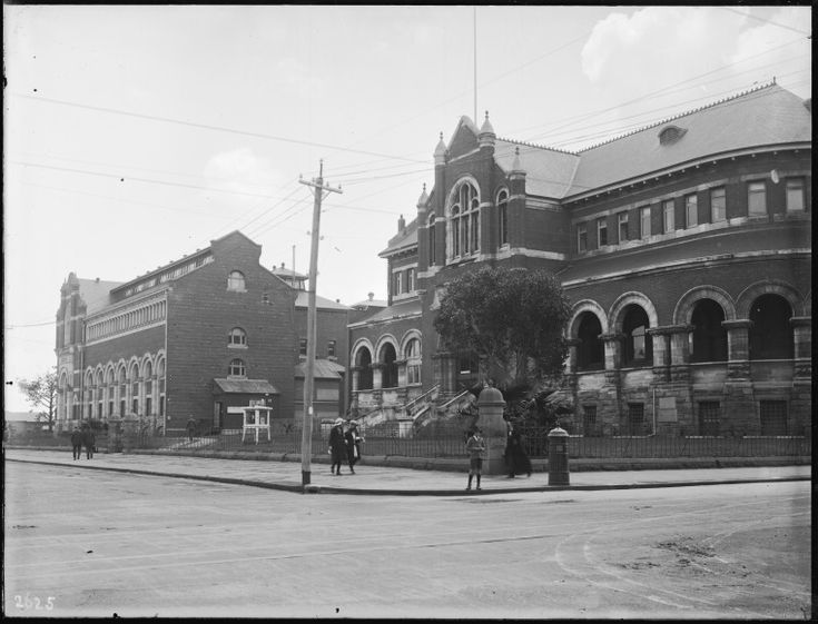018557PD: Western Australian Museum and Art Gallery corner of James and Beaufort Streets, Perth and Public Library of Western Australia in Hackett Hall, ca. 1935 https://encore.slwa.wa.gov.au/iii/encore/record/C__Rb3513537
