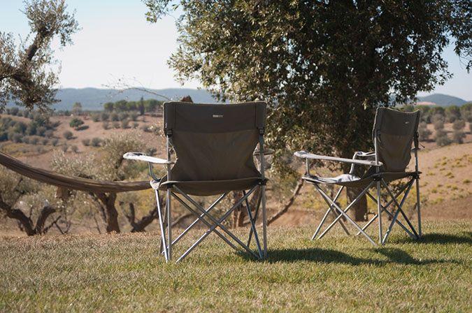 Do not disturb the filmmaker! 📽🎬 #donotdisturb #italia #italy #toscana #tuscany #estate #mansion #house #home #summertime #summer #holiday #vacation #outdoor #outdoorliving #openair #gardendesign #chair #garden #parkland #film #movie #filmmaker #cinema #instacool #instamood #instadaily