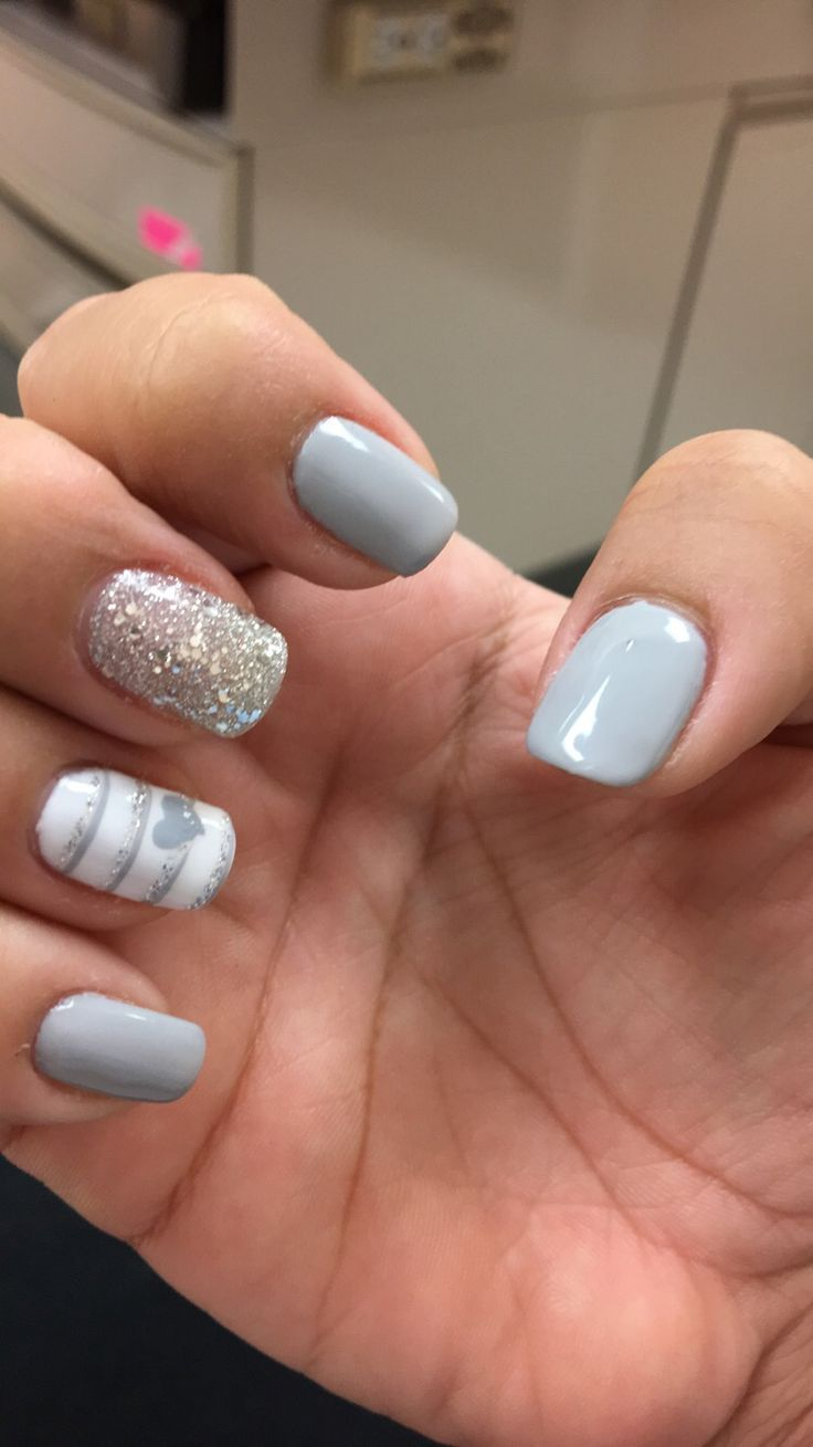gray chip with little design