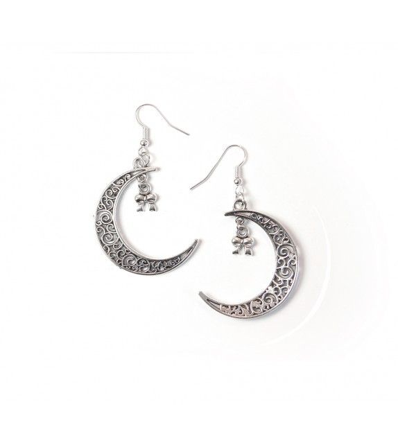 Moonchild earrings. available at www.aconite.at