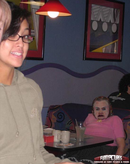 Creepy Photobomb omg good that's too funny