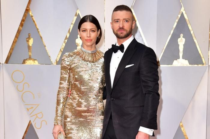 It's date night in Hollywood as celebrity couples take to the red carpet for the 89th annual Academy Awards in Los… – @UPI Photo Gallery