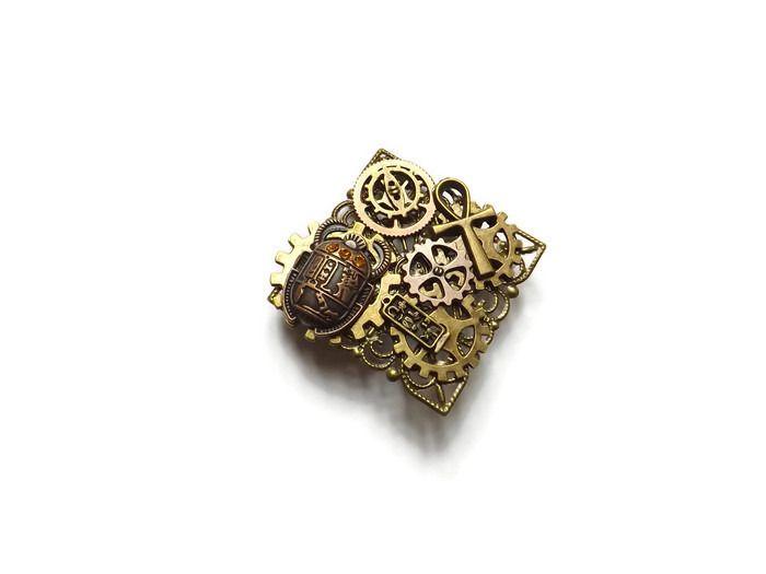 """Broche steampunk carré scarabée égyptien engrenages croix d'Ankh, """"Scarabée sacré"""" : Broche par histoire-de-rouages"""
