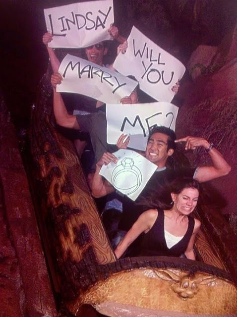 I hope one of my friends get proposed to this way! So cool!!!