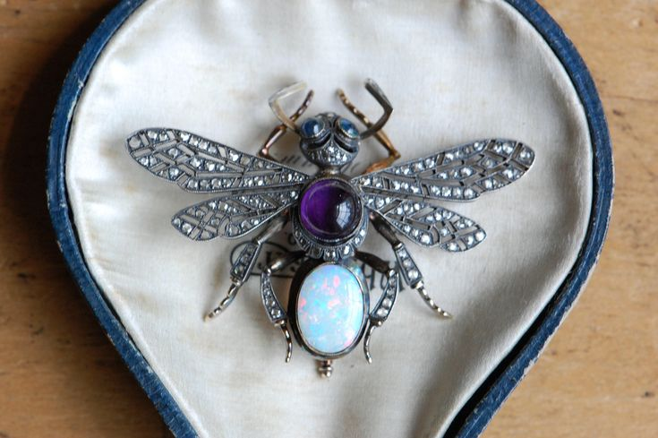 Antique Russian Imperial gemstone insect brooch ∙ 1900s Art Nouveau Russian fine insect jewelry queen flying ant by jeanjeanvintage on Etsy https://www.etsy.com/listing/472280889/antique-russian-imperial-gemstone-insect