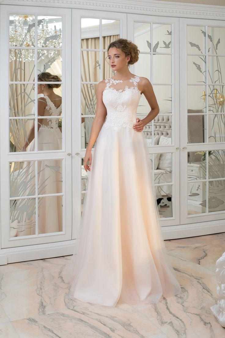 Krásne svadobné šaty s jednoduchou sukňou a vrškom zdobeným čipkou
