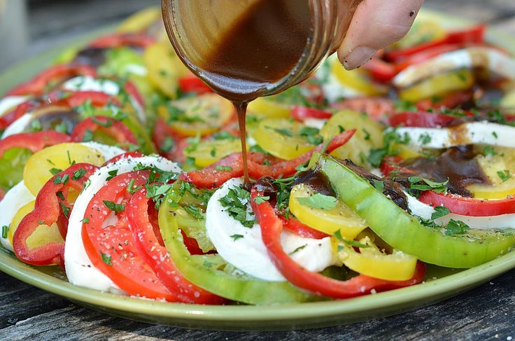 tomato mozz saladSweets Peppers, Tomatoes Mozzarella Salad, Tomatoes Salad, Delicious Tomatoes, Colors Salad, Healthy, Eating, Yummy Tomatoes, Food Originals