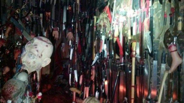 Apresan una mujer con 3.500 cuchillos y espadas en su casa