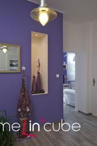 Bytové dekorace jsou majitelovým koníčkem.