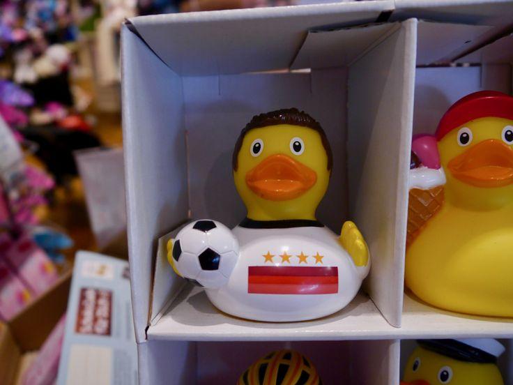 Heute spielt Deutschland gegen Frankreich in Köln. Unsere Ente ist auch schon in Fußballstimmung! #GERFRA #Cologne #Ente #Dug #Böhnert #DieManschaft #Deutschland #Länderspiel