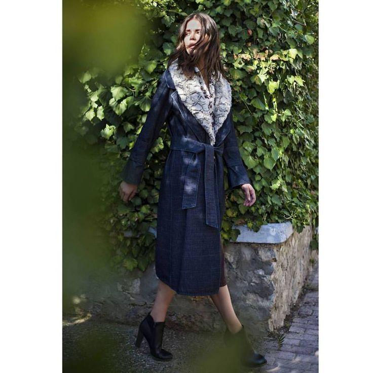We' ve got a crush on this coat • Shop must- have statement pieces 🍃🍁 #denim #coat  #fauxfur #vest #helmistyle