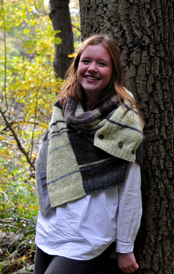 handknitted woolen scarf by Geeskenvormgeving on Etsy