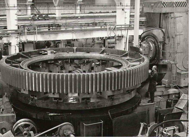 1973 Škoda Plzeň. Ozubený věnec pro pohon rotační cementárenské pece má průměr 7100 mm a váží 30 tun.