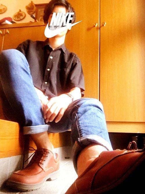 どうも!たけるです! 今日は茶色の靴履きたかったのでデニムを履きました! この茶色の靴だいぶ前に買