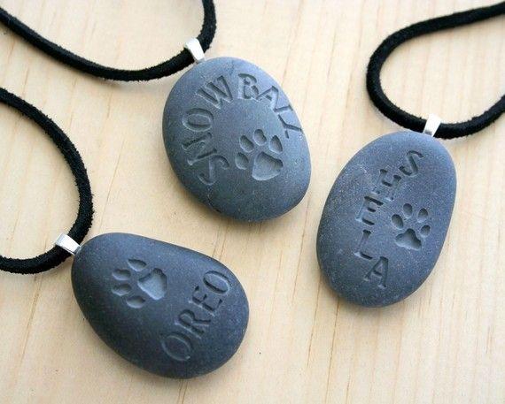 Personalizar portátil Memorial(c) - pequeño PebbleGlyph (c) lámpara colgante - collar de piedras grabadas