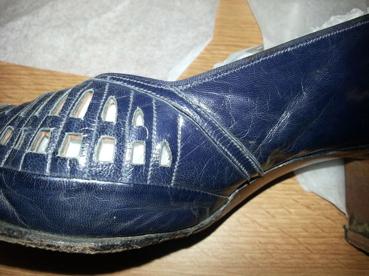 1940s Womens Navy Blue leather court shoes with open work ramps by Drayton
