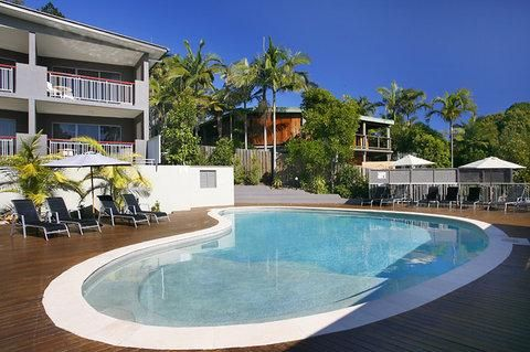 From $111 : Noosa Heads Motel - HotelClub