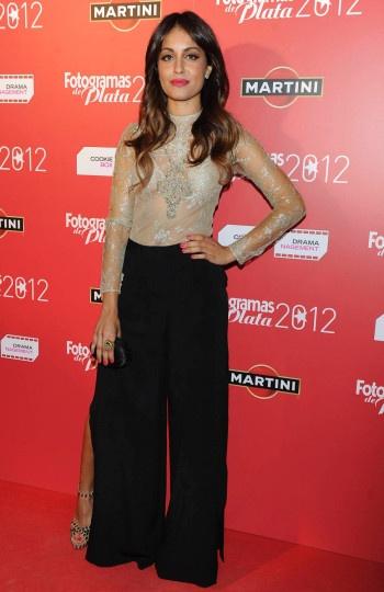 Hiba Abouk, a la moda con pantalones de pata de elefante