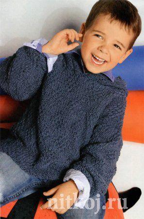 Детский пуловер спицами с капюшоном  и рельефным узором
