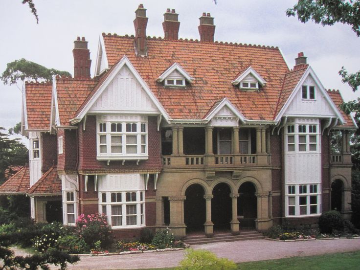 In Kew, Melbourne, this grand home was built in 1900 for businessman William Gibson. Designed by Ussher & Kemp, partnership est, 1899.