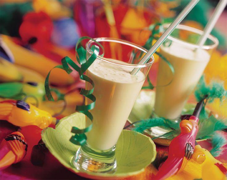 Mix met de staafmixer of in de foodprocessor 1 bolletje chocolade-ijs met 2 dl koude chocolademelk. Serveer er chocoladesticks bij.