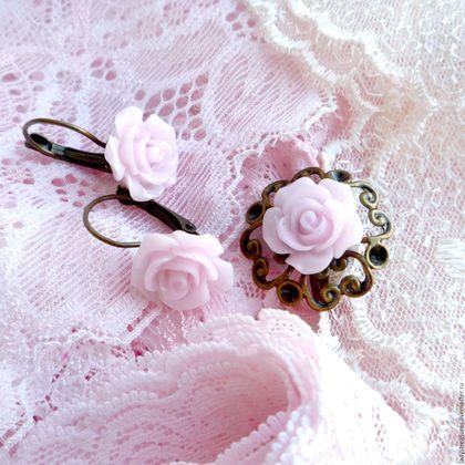"""Комплект украшений """"My little lady"""" в винтажном стиле с нежными розочками из полимерной глины.  http://www.livemaster.ru/item/14171085-ukrasheniya-komplekt-my-little-lady-v   #exclusive #jewelry #uniquejewelry #unique #handmade #handmadejewelry #earrings #ring #кольцо #серьги #сережки #комплект #украшения #украшенияручнойработы #хэндмэйд #ярмаркамастеров #полимернаяглина #розы #роза #color #colour #roses #tender #rose #romantic"""