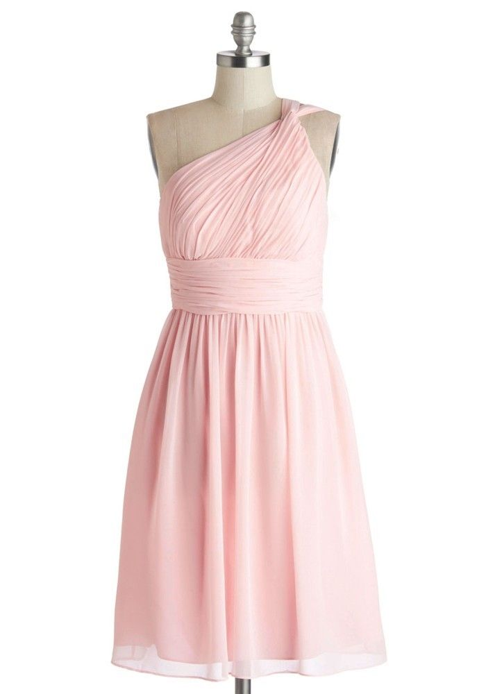 estido rosa asimétrico de Mod Cloth (136 euro