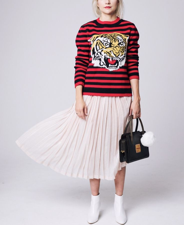 Animal print sweatshirt with tiger, midi pleated skirt and white boots