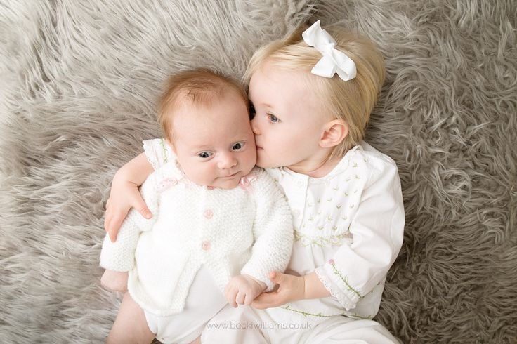 Sibling photography - Sisterly love <3