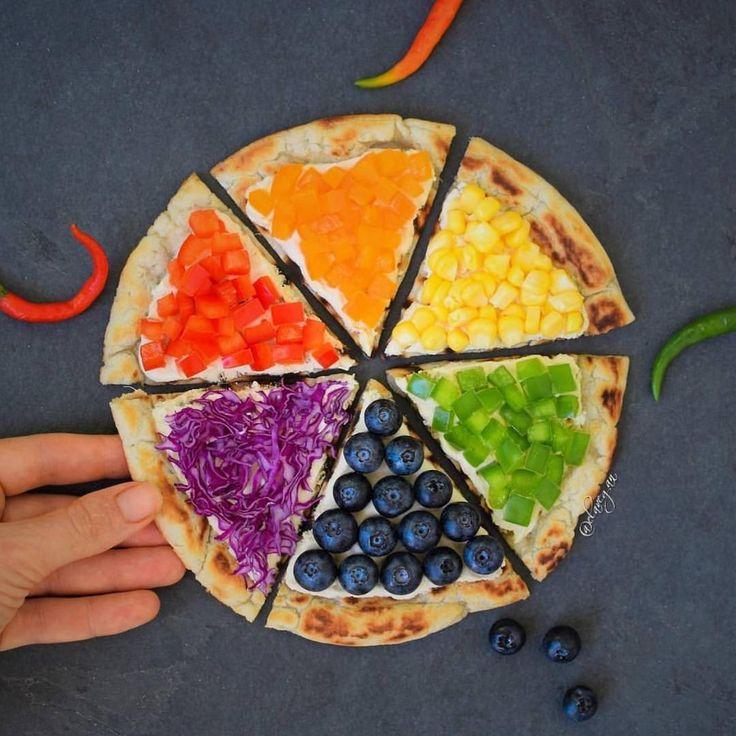 目にも鮮やか!いま注目の「レインボーピザ」で食卓をカラフルに! - macaroni