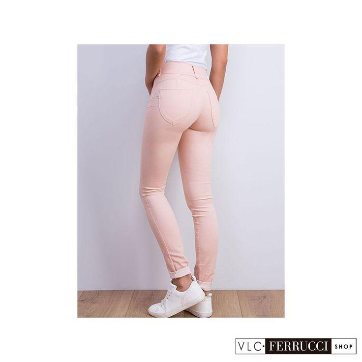 Jeans pitillo color rosa palo de talla unica (one size) con efecto push-up y tiro alto, se adaptan perfectamente al cuerpo, para tallas desde la 36 a la 42, de la marca Tiffosi #FerrucciVLC #jeans #pushup #pantalones #fashion #vaqueros #colores #look #outfit #outfitoftheday #style #stylish #shopping