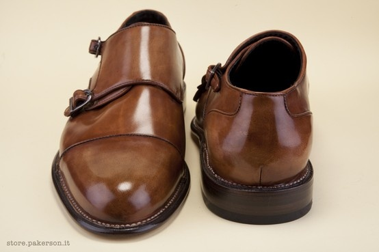 "A Derby-style shoe in anticated calfskin, entirely hand-colored. - Calzatura modello ""derby"" in pelle di vitello anticato, integralmente colorata a mano. http://store.pakerson.it/man-buckle-shoes-33005-wood.html"