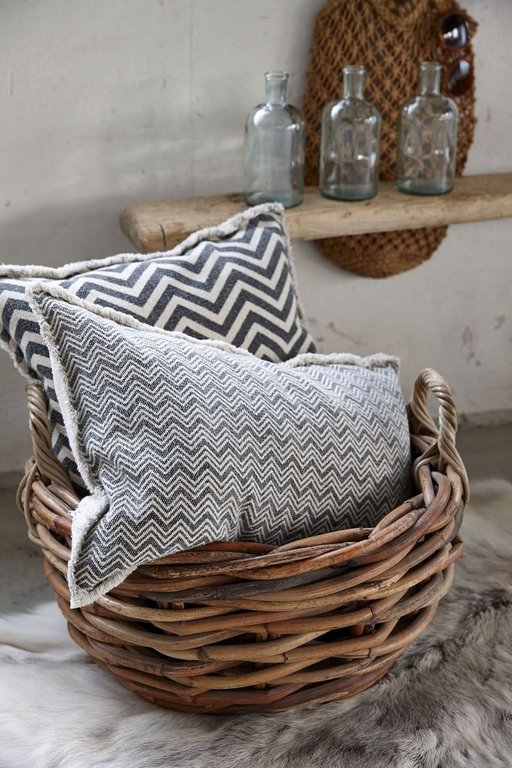 Pol t stripes geometry beige grey 50x50 nordic day for Housse de coussin 50x50