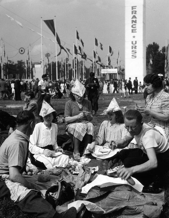 Robert Doisneau // Politics - Fête de l'Humanité 1945