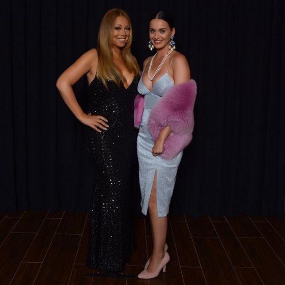 """""""Morta"""": Katy Perry publica foto com Mariah Carey e escreve legenda em português #Cantora, #Instagram, #JuicyJ, #KatyPerry, #LasVegas, #Nome, #Pop, #Show, #Sucesso, #Vídeo http://popzone.tv/morta-katy-perry-publica-foto-com-mariah-carey-e-escreve-legenda-em-portugues/"""